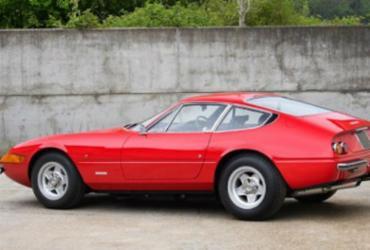 Ferrari de Elton John vai a leilão