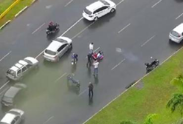 Acidente deixa trânsito lento na Avenida Tancredo Neves