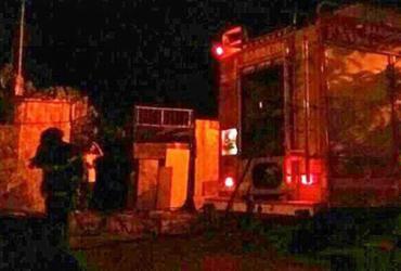 Casa abandonada pega fogo em Barreiras