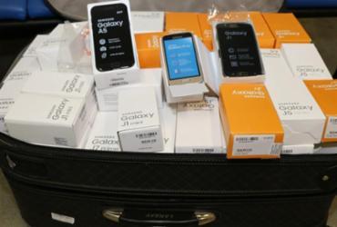Polícia investiga mala com 150 celulares apreendida no aeroporto de Salvador
