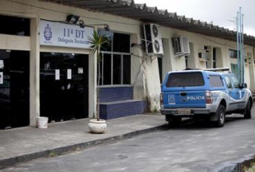 Garis são assaltados durante limpeza de rua no Calabetão