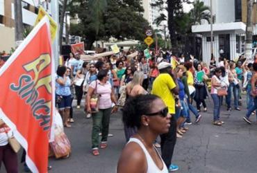 Professores municipais voltam a protestar na avenida Garibaldi