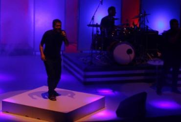 Saulo apresenta terceiro álbum em show intimista na Concha