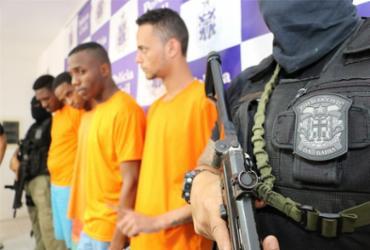 Suspeitos de atirar em PMs são integrantes de facção, diz delegado