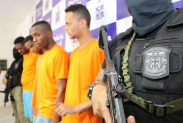 Suspeitos de atirar em PMs são membros de facção, diz delegado
