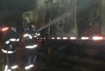 Incêndio atinge caminhão baú em Barreiras