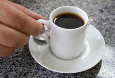 Hábito de beber mais de uma xícara de café reduz risco de morte em 18%