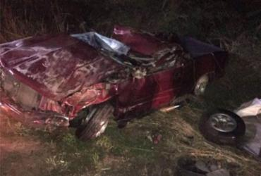 Homem morre e outro fica ferido após caminhonete capotar na BR-116