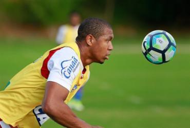 Atacante Rodrigão treina e se diz pronto para enfrentar Sport
