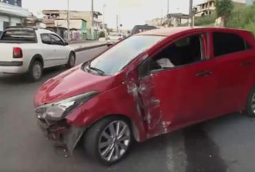Policial civil fica ferido após invadir com carro loja na avenida Suburbana