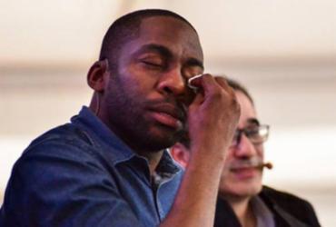 Desabafo de professora sobre racismo emociona Lázaro Ramos