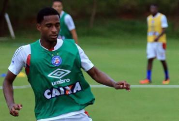 Em alta, volante Matheus Salles celebra chances como titular