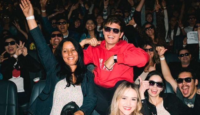 Ansel Elgort surpreende fãs brasileiros em cinema - Foto: Reprodução | Instagram