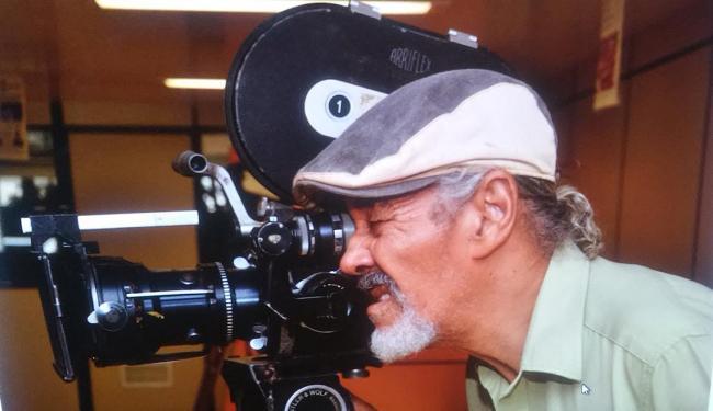 Cineasta Roque Araújo trava luta para manter espaço que reúne importante acervo cinematográfico - Foto: IRA l Divulgação