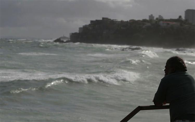 Há previsão de ondas altas nesta segunda, 4 - Foto: Joá Souza | Ag. A TARDE