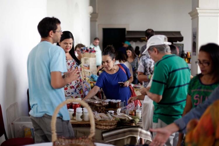 Público aproveitou o dia de domingo para participar das atividades da feira - Foto: Raul Spinassé | Ag. A TARDE