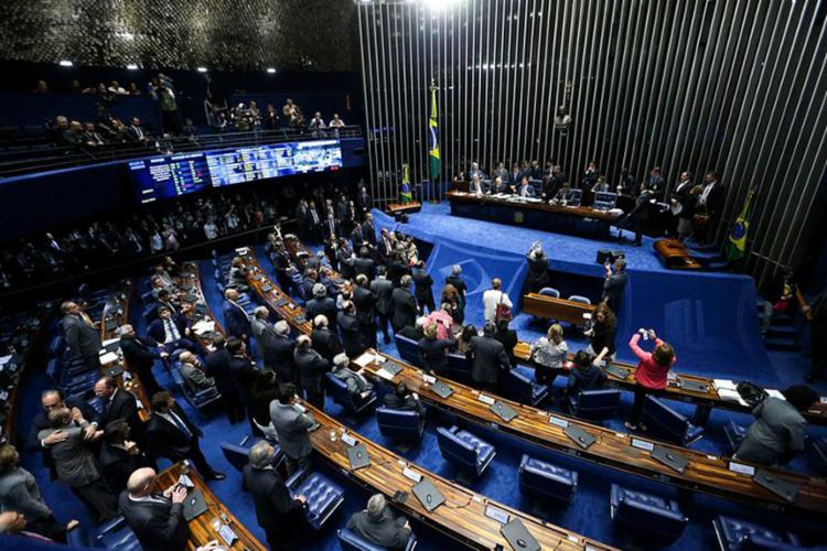 Presidente do Senado fez o encaminhamento das bancadas com microfone sem fio - Foto: Marcelo Camargo l Agência Brasil