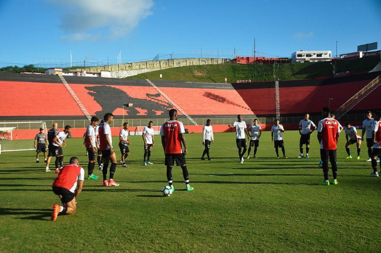 Gallo manteve atividades fechadas na Toca do Leão: time treinou bola parada e cobranças de falta - Foto: Maurícia da Matta l EC Vitória