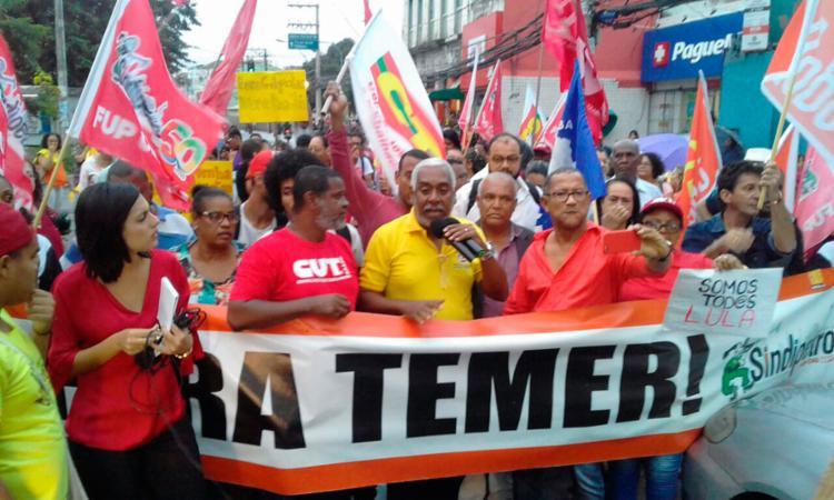 A manifestação começou em Nazaré, por volta das 15 horas, e continuou até à noite, com um outro ato político no Rio Vermelho - Foto: Joá Souza | Ag. A TARDE
