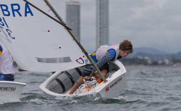 Bernardo faz seus primeiros treinos no mar de Pattaya, onde disputa o Mundial - Foto: (Matias Capizzano | Divulgação)