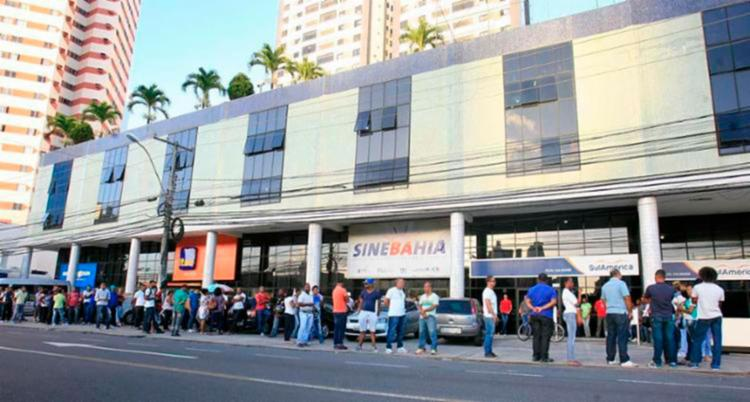 Além das vagas de emprego, há também oportunidades de estágios - Foto: Edilson Lima | Ag. A TARDE