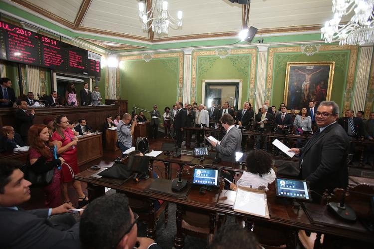 Petistas criticam decisão de Sérgio Moro; já políticos de oposição ao ex-presidente comemoram - Foto: Joá Souza l Ag. A TARDE