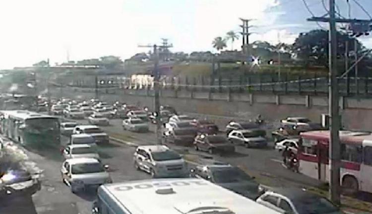 Trânsito apresenta lentidão e pequenas retenções - Foto: SSP-BA | Divulgação