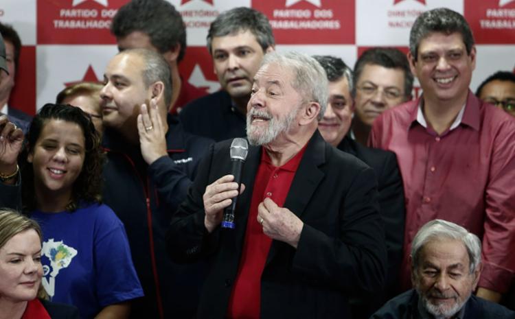 Lula criticou a imprensa em diversos momentos da entrevista - Foto: Miguel Schincariol   AFP