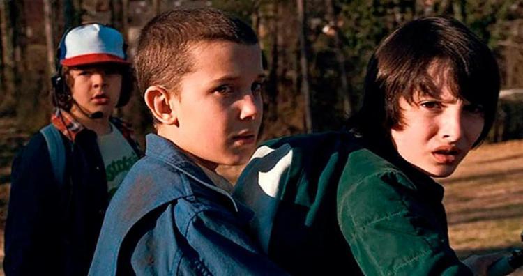 Millie Bobby Brown, de 13 anos, foi indicada a melhor atriz coadjuvante em drama por viver a personagem Eleven - Foto: Divulgação