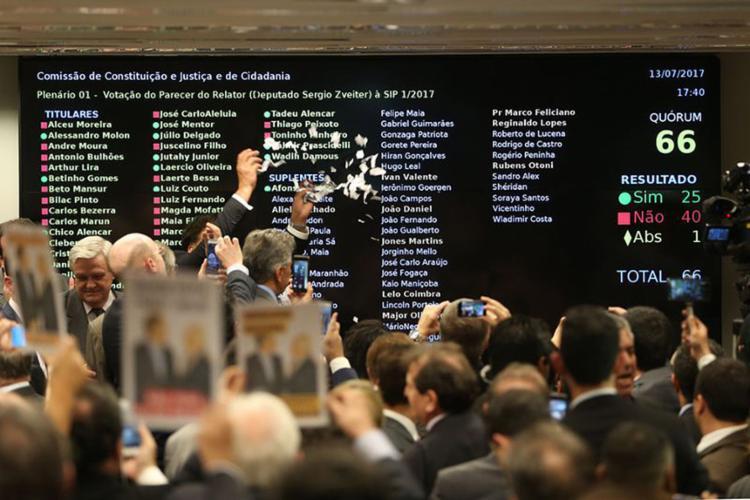 O parecer alternativo foi aceito por 41 votos a favor e 24 votos contra, além de uma abstenção - Foto: Wilson Dias l Agência Brasil
