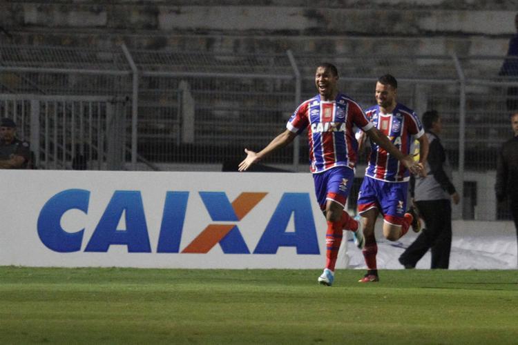 Rodrigão celebra o primeiro de seus gols contra a Ponte Preta - Foto: Luciano Claudino l Estadão Conteúdo