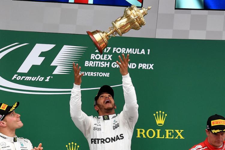 Hamilton chegou aos 176 pontos, contra 177 de Vettel, que terminou em 7º - Foto: Ben Stansall | AFP
