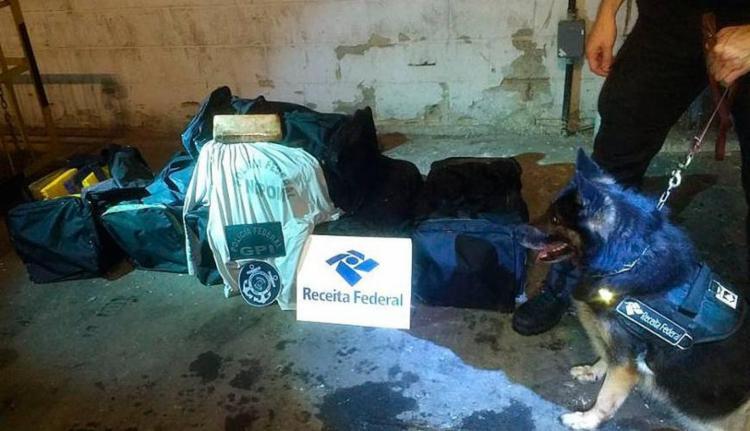 A droga estava escondida em um carregamento de piso cerâmico - Foto: Divulgação | Receita Federal