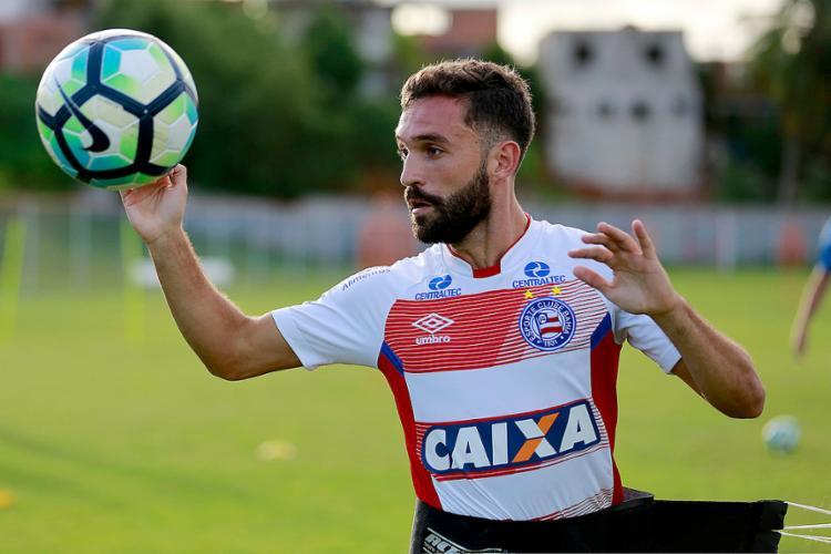 Allione não jogou bem contra o Avaí e pode perder a posição de titular para Gustavo Ferrareis - Foto: Felipe Oliveira l EC Bahia