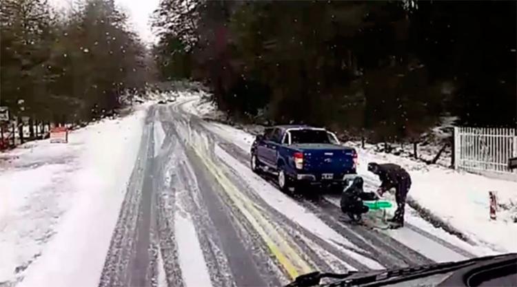 Motoristas enfrentam perigo de acidente nas estradas com gelo na rodovia - Foto: Reprodução | Instagram