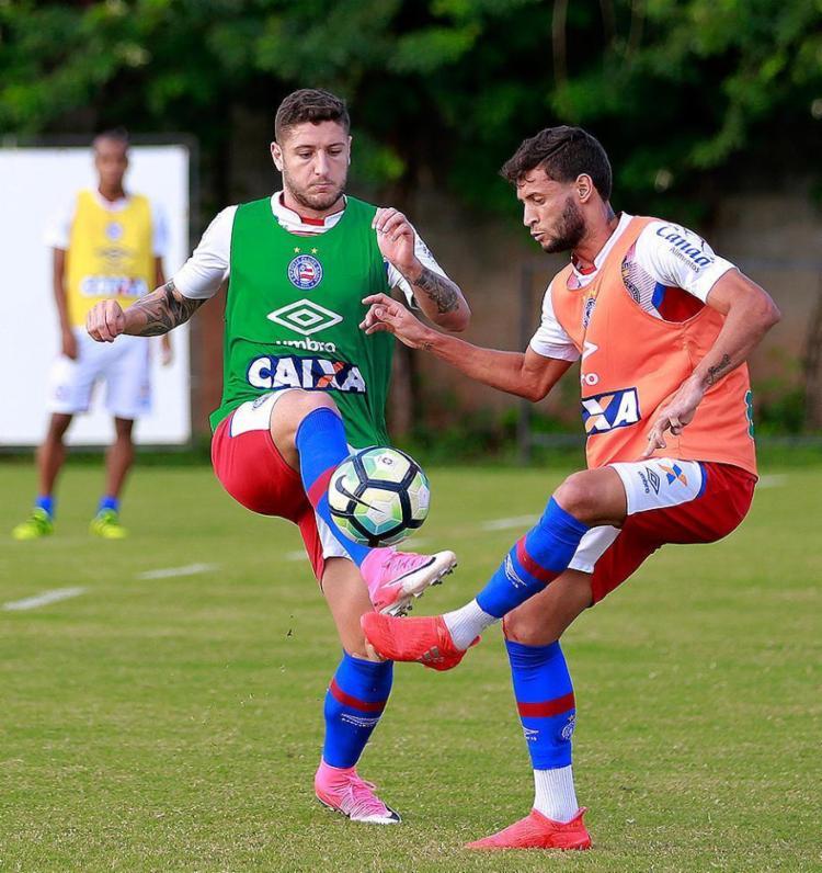 Zé Rafael em treino desta terça: meia volta após suspensão - Foto: Felipe Oliveira l EC Bahia