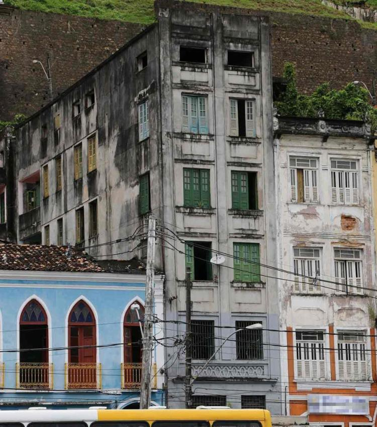 Na casa, celulares roubados em ônibus seriam trocados por drogas - Foto: Divulgação | Polícia Civil