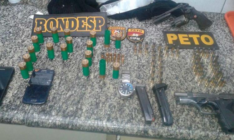 Foram apreendidos duas armas, munições, celulares e seis brucutus - Foto: Divulgação | Polícia Civil
