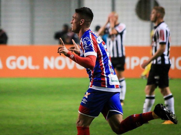 Juninho foi a estrela do Bahia no jogo, com dois gols marcados - Foto: Dudu Macedo l Fotoarena l Estadão Conteúdo