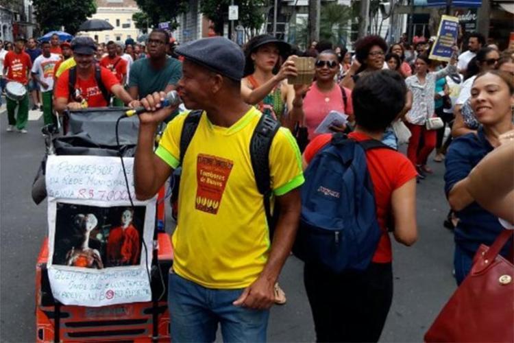 Manifestantes caminharam por ruas do Comércio - Foto: Thaís Seixas   Divulgação   APLB