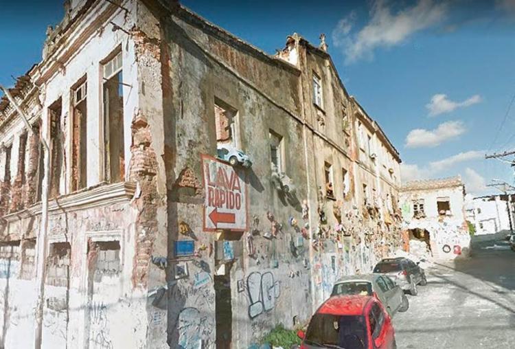 Prédio está situado na rua Professor Viegas, que está interditada - Foto: Reprodução | Google Maps
