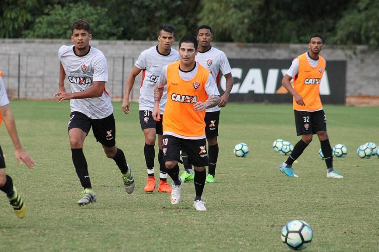 Após reunião com a diretoria, elenco fez treino focado no jogo contra a Chapecoense - Foto: Maurícia da Matta l EC Vitória