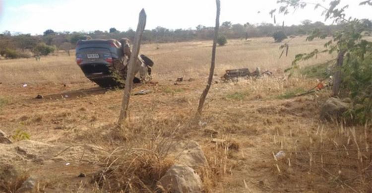 Carro de José Dantas bateu em uma árvore e capotou; ele tinha um perfuração de bala no corpo - Foto: Reprodução | Blog Braga