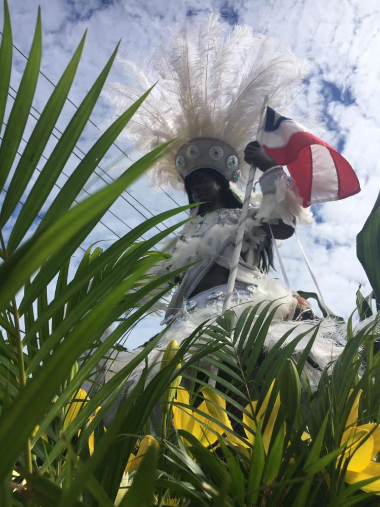 Dois dos símbolos dos festejos, o Caboclo e a Cabocla desfilam pelo Centro Histórico - Foto: Margarida Neide   Ag. A TARDE