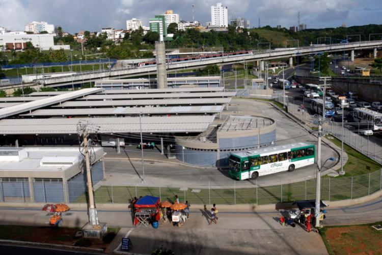 o sistema de ônibus recebe R$ 1,42 por cada perna de viagem feita entre um bairro e uma estação de metrô ou vice-versa - Foto: Margarida Neide   Ag. A TARDE   28.06.2017
