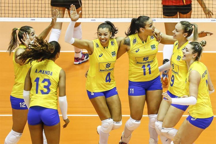 Jogadoras brasileiras comemoram ponto contra a Bélgica - Foto: Divulgação l CBV