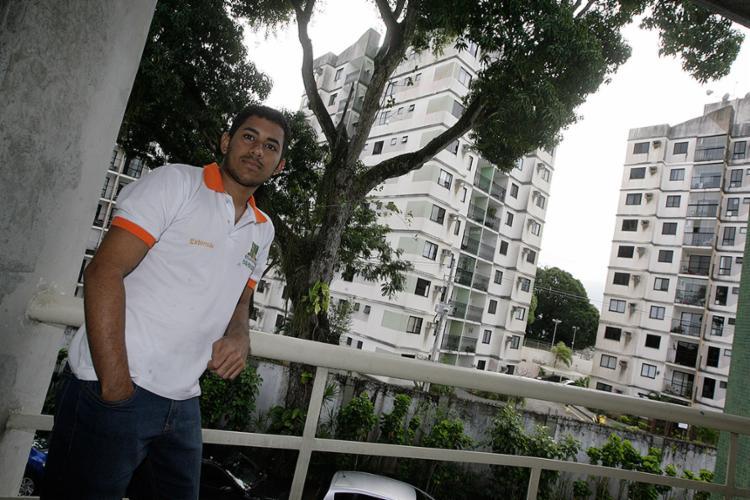 Romário já começou a pesquisar para realizar o sonho de financiar um imóvel em 2018 - Foto: Mila Cordeiro l Ag. A TARDE