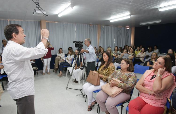 Secretário Walter Pinheiro fala em escola na Pituba - Foto: Xando Pereira l Ag. A TARDE