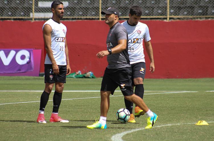 Flávio Tanajura vai comandou o treino desta sexta, na Toca do Leão - Foto: Maurícia da Matta l EC Vitória