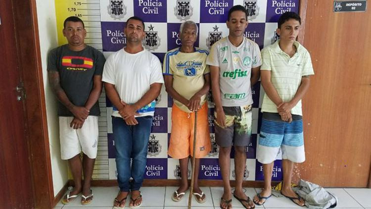Cinco envolvidos no assassinato identificados e detidos pela Polícia Civil foram encaminhados para presídio - Foto: Joá Souza l Ag. A TARDE